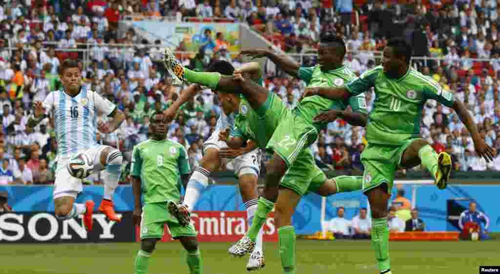 برازیل فٹبال ورلڈکپ کے گروپ ایف کے کھیل میں ارجنٹینا نے نائجیریا کو دو کے مقابلے میں تین گول سے شکست دی