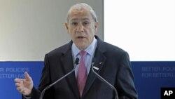 Tổng Thư Ký OECD Angel Gurria nói các hoạt động kinh tế hãy còn mong manh chưa tạo đủ số việc làm mới