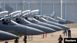 Escuadrón de aviones F-15C similares al accidentado en Virginia.