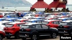 Mobil-mobil SUVs yang siap diekspor di pelabuhan Lianyungang, China (foto: ilustrasi). Spanyol penjualan mobil dengan BBM.