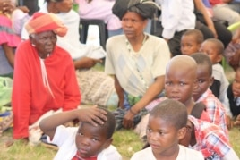 Some of the crowd gathered at a recent BI HIV testing day in Bulungula (D. Taylor/VOA)
