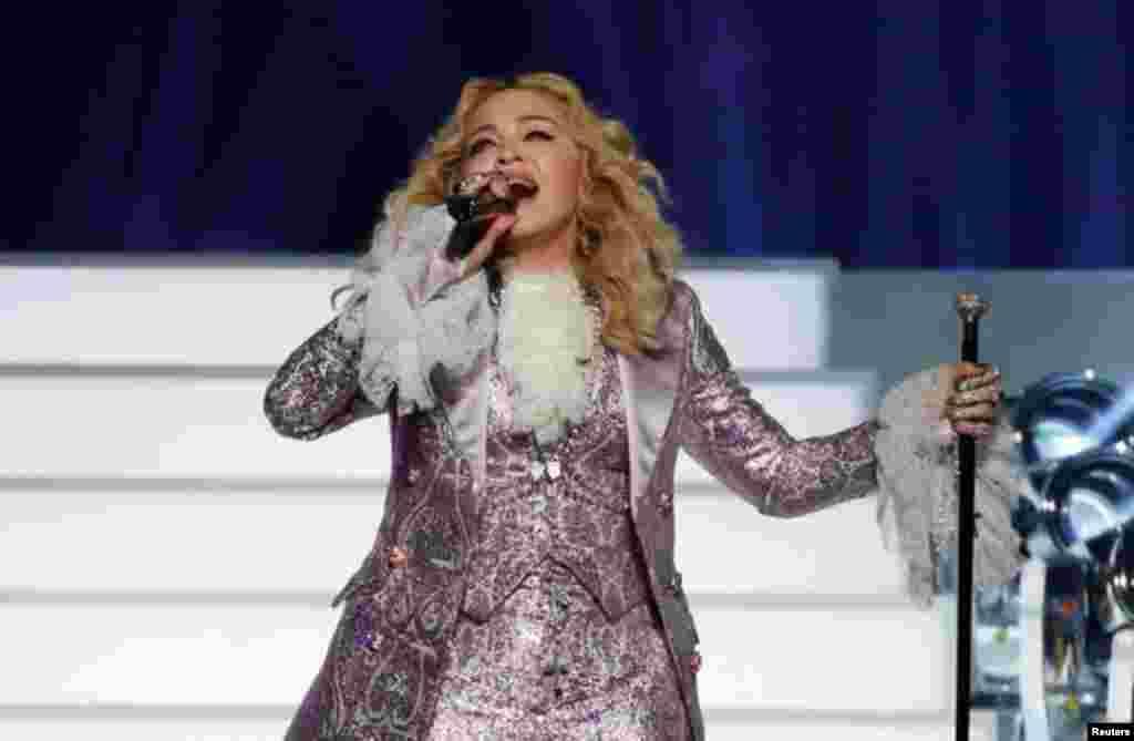 """Madonna interpreta """"Nothing Compares 2 U"""" durante su homenaje a Prince en los Billboard Awards 2016 en Las Vegas, Nevada, el 22 de mayo de 2016. Foto: Reuters"""