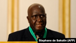 Foto de arquivo: O fundador e primeiro Presidente da Zâmbia, Kenneth Kaunda, discursa numa cerimónia da SADC. Agosto de 2010