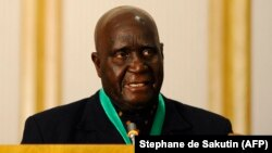 (FILES) In this file photo taken on August 17, 2010 Former and first Zambian president Kenneth Kaunda delivers a speech during the closing ceremony of the 30th Southern African Development Community (SADC) summit in Windhoek, Namibia.