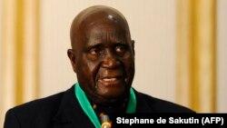 Kenneth Kaunda, mokonzi ya kala ya Zambie na likita lya SADC na Winhoek, Namibie, 14 juin 2010