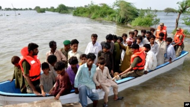 Pakistani troops rescue villagers displaced by flood as a result of torrential monsoon rains over a few days in Tando Mohammad Khan, near Hyderabad in Pakistan's Sindh province, August 16, 2011