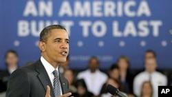 13 فروری، 2012، امریکی صدر براک اوباما ورجینیا کے ایک کمیونٹی کالج میں اپنی انتظامیہ کے 2013 کے بجٹ کے بارے میں تقریر کررہے ہیں۔