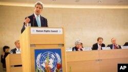 美國國務卿克里在日內瓦出席聯合國人權理事會會議發表講話。