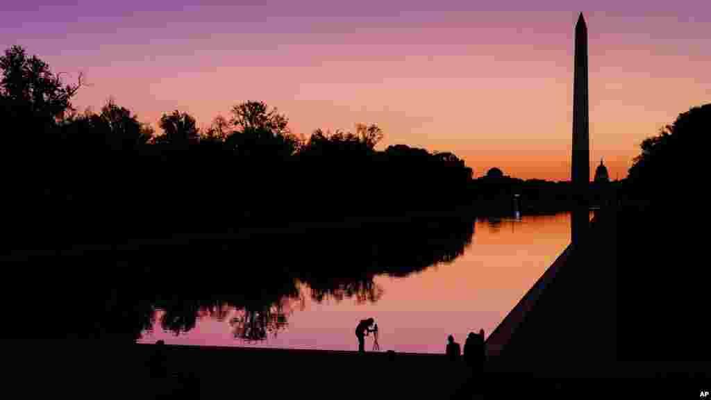 تصویری از یادمان جورج واشنگتن در پایتخت آمریکا در آستانه طلوع آفتاب روز شنبه