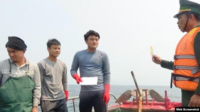 Biên phòng Quảng Bình phát hiện và đẩy đuổi 6 tàu cá đánh bắt trái phép trong vùng biển Việt Nam.