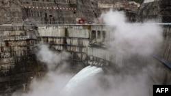지난 22일 중국 쓰촨성 량산에서 바라본 바이허탄 댐 수력 발전소.