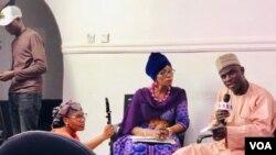 Grace Alheri Abdu da wani jami'in INEC a wajen taron da Sashin Hausa na Muryar Amurka ya shirya a Abuja domin zaben Najeriya 02.11.19