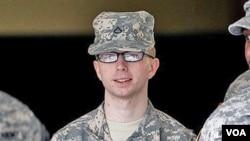 Prajurit satu Bradley Manning menghadapi ancaman hukuman penjara seumur hidup (foto: dok).