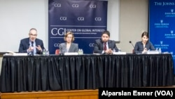 Küresel Çıkarlar Merkezi'nin bir araya getirdiği uzmanlar, (soldan sağa) Kemal Kirişçi, Anya Schmemann, Michael Cecire, Maria Snegovaya, Türkiye-Rusya ilişkilerinin geleceğini tartıştı