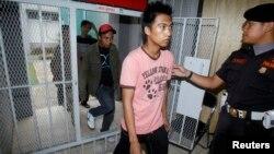 Beberapa narapidana dibebaskan dari Lapas Cipinang setelah mendapat remisi dari pemerintah (foto: dok). Penjara Indonesia beroperasi seperti jaringan bisnis yang kompleks, ditopang korupsi, kepadatan penghuni, salah urus dan minimnya sumber daya.