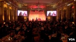 美中关系全国委员会2014年会在纽约广场酒店举行(美国之音方冰拍摄)
