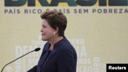 La presidenta Roussef de Brasil llora durante la inauguración de la Comisión de la Verdad.
