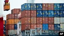 Nhập khẩu của Trung Quốc tăng lên 1,5% trong tháng Tám, trong khi xuất khẩu giảm 2,8%, cho thấy nền kinh tế nước này đang cải thiện.