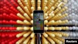 El más reciente iPhone 5c, podría ser retirado del mercado debido a su pobre popularidad en el mercado.