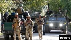 Un comandante de Al Qaeda murió durante un ataque el mes pasado, indicaron funcionarios de inteligencia de Afganistán.