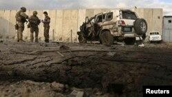 13일 아프가니스탄 수도 카불에서 발생한 자살 폭탄 테러 현장.