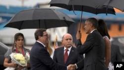 Barack Obama et le ministre Cubain des affaires etrangeres, Bruno Rodriguez