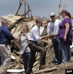 Prezident Obama Missuri shtatini kezib, katta yordam va'da qildi