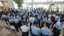 粵語新聞 晚上10-11點: 港警大動作搜查蘋果日報總部激起各方抨擊