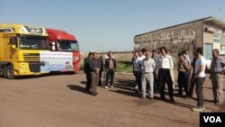 In this image sent to VOA by an Iranian social media user, Iranian truck owners and drivers stage a strike on May 22, 2018, with a sign on their vehicles saying they are upset about increasing costs of road tolls and spare parts while salaries remain stagnant.
