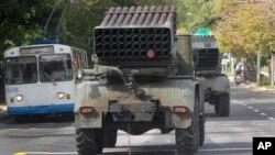 Реактивные установки системы «Град» вооруженных сил сепаратистов в городе Донецке. Украина. 11 сентября 2014 г.