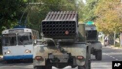 亲俄反叛武装的榴弹发射器运往前线(资料图)