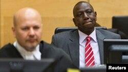지난 9월 반인륜범죄 혐의로 기소된 윌리엄 루토(오른쪽) 케냐 부통령이 네덜란드 헤이그에 있는 국제형사재판소 법정에서 첫 공판을 받고 있다.