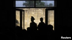 Theo phúc trình của Bộ Ngoại giao Mỹ, tính tới cuối năm ngoái, có khoảng 95 tù nhân chính trị hiện đang bị giam cầm ở Việt Nam.