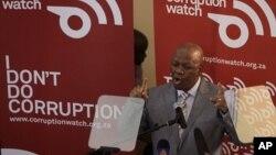 L'ancien ministre sud africain de la Justice, actuel ministre de la présidence, Jeff Radebe lors du lancement de Corruption Watch à Johannesburg, le 26 janvier 2012. (Photo AP)