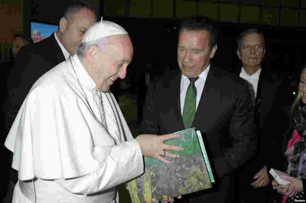 دیدار پاپ فرانسیس با آرنولد شوارتزنگر ، هنرپیشه و سیاستمدار در واتیکان.