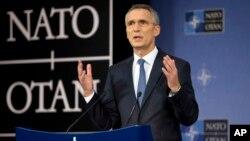 Sekjen NATO Jens Stoltenberg berbicara pada pertemuan Menhan NATO di Brussels, Belgia (foto: dok).