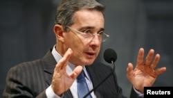 El expresidente de Colombia, Álvaro Uribe, fue calificado por Rupert Murdoch como un hombre que transformó a su país.
