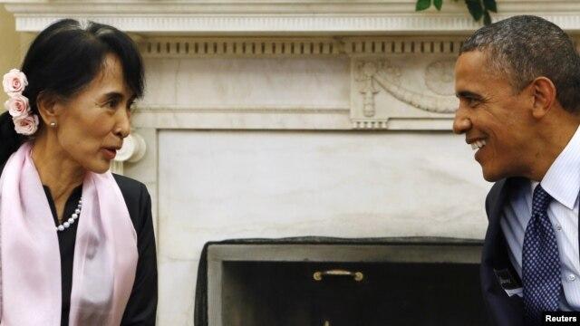 Tổng thống Obama gặp lãnh tụ đối lập Miến Điện Aung San Suu Kyi tại Phòng Bầu dục của Tòa Bạch Ốc  ở Washington, ngày 19/9/2012.