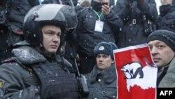 Hàng ngàn người biểu tình đã kéo nhau xuống đường tại Moscow để lên án Thủ Tướng Putin và Đảng nước Nga Đoàn Kết của ông.
