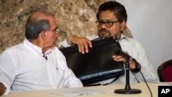 El presidente Juan Manuel Santos se reunió con los principales opositores al acuerdo, encabezados por el expresidente Álvaro Uribe, para recibir propuestas e iniciar una renegociación.