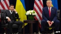 Ukraina Prezidenti Vladimir Zelenskiy (chapda) AQSh rahbari Donald Tramp bilan, Nyu-York, AQSh, 2019-yil, 25-sentabr