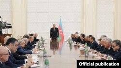 İlham Əliyev Nazirlər Kabinetinin iclasında