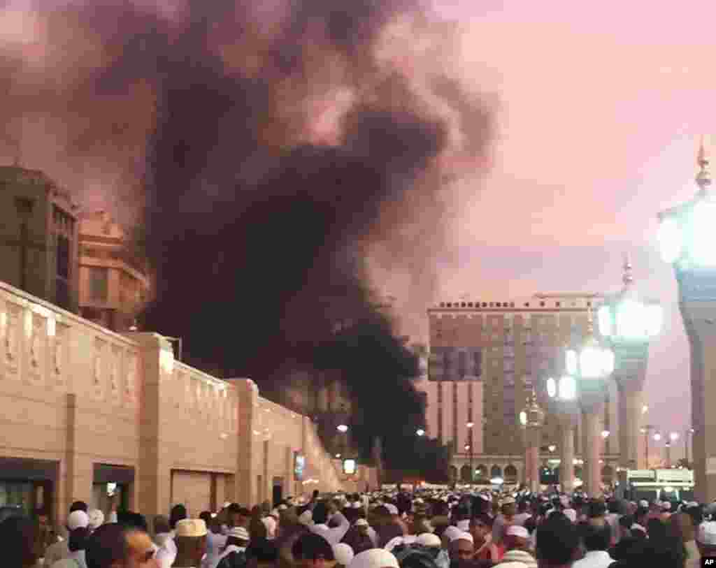 خودکش دھماکے کے فوراً بعد 'العربیہ نیٹ ورک' ٹیلی ویژن پر دکھائی گئی ویڈیو میں دھماکے کے مقام سے دھواں اُٹھتے ہوئے دیکھا جا سکتا ہے۔