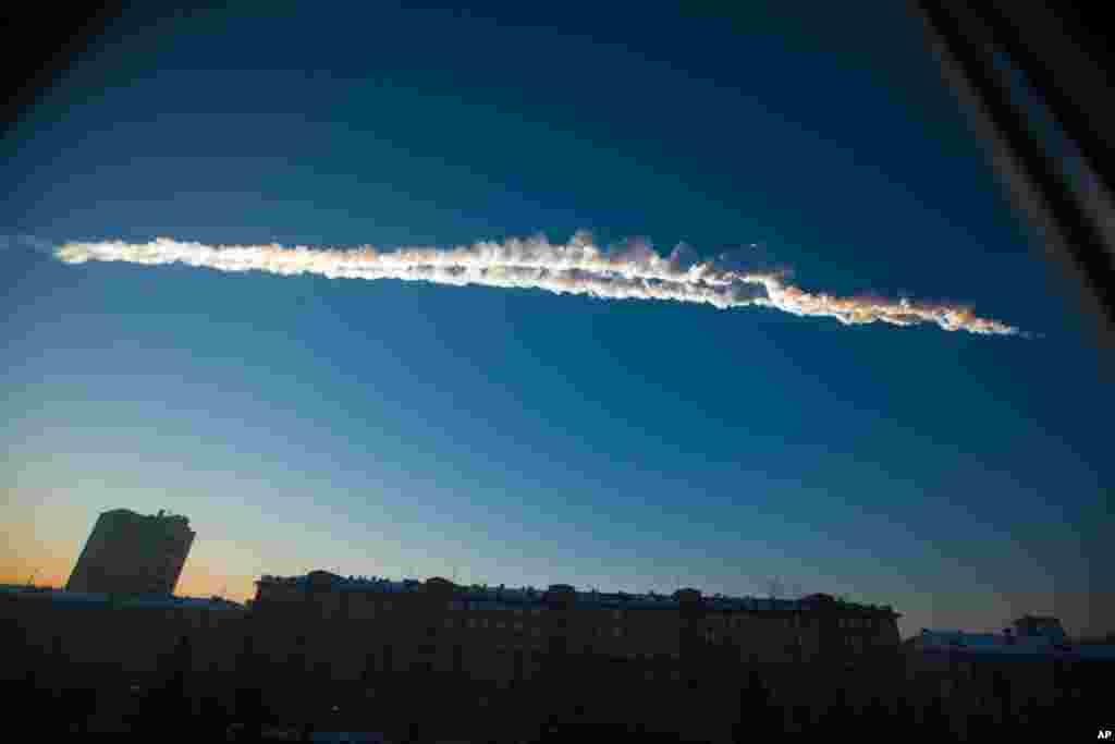 The meteorite contrail is seen over Chelyabinsk, February 15, 2013. Photo provided by Chelyabinsk.ru.