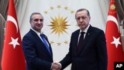 Cumhurbaşkanı Recep Tayyip Erdoğan, İsrail büyükelçisi Eitan Naeh ile (arşiv)