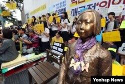 Một bức tượng 'phụ nữ giải sầu' ở Seoul (Yonhap)