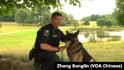 马歇尔和他的警犬Boomer(VOA卫视 张松林)