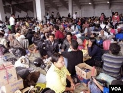 Pengungsi Merapi di salah satu tempat penampungan (11/17). Sebagian warga hingga kini masih mengungsi karena rumah mereka hancur akibat bencana.