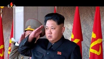 Lãnh tụ Bắc Triều Tiên Kim Jong Un dự một cuộc duyệt binh tại Bình Nhưỡng hồi tháng 10/2015.