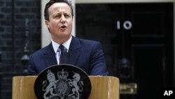 英國卡梅倫首相在唐寧街10號首相官邸外發表了講話。